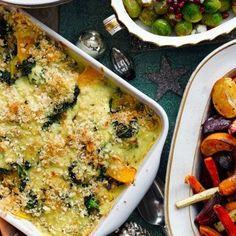 Squash and kale gratinghkuk Vegetarian Christmas Recipes, Vegetarian Main Dishes, Vegetarian Soup, Vegetarian Recipes, Best Christmas Cake Recipe, Soup Recipes, Dinner Recipes, Red Cabbage Recipes, Leftovers Recipes