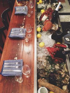 Awesome bar + Seafood option Seafood Store, Palazzo, Oyster Recipes, Sushi, Pop Up Bar, Raw Bars, Fish House, Oyster Bar, Restaurant Interior Design
