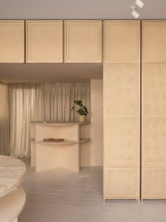 Contemporary skincare specialists RÖ Skin opens its Treatment Rooms in Stamford, a haven of modern and cutting-edge skincare wellness wonders in the UK. Rattan, Dado Rail, Boundary Walls, Interior Decorating, Interior Design, Interior Shop, Interior Architecture, Front Rooms, Treatment Rooms