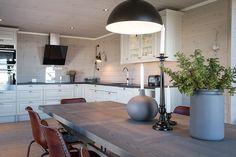 Bildegalleri av hyttemodeller fra Nordlyshytter. Cabins, Mountain, Kitchen, Table, Life, Furniture, Home Decor, Cooking, Decoration Home