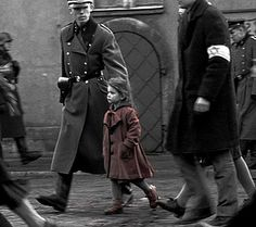 movie frames: the girl in the red coat in Schindler's List Splash Photography, War Photography, Photography Women, William Wallace, Quentin Tarantino, Schindlers Liste, Blue Lipstick, Film Inspiration, Powerful Images