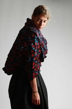 rectangular shawl in stream stretch pleated polyester and polyurethane with a kaleidoscope effect - ISSEY MIYAKE