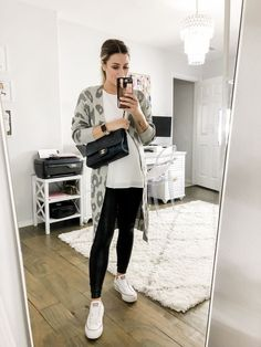 6 Different Ways to Wear Converse - Uptown with Elly Brown Casual Outfits For Moms, Mom Outfits, Everyday Outfits, Jean Outfits, Petite Fashion, Curvy Fashion, Fall Fashion, Fashion Women, Style Fashion