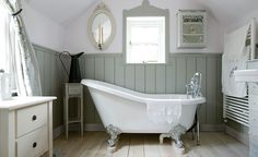 40 Awesome Cottage Bathroom Design Ideas - About-Ruth Bad Inspiration, Bathroom Inspiration, Baños Shabby Chic, Bad Styling, Georgian Interiors, Upstairs Bathrooms, Country Bathrooms, Vintage Bathrooms, Chic Bathrooms