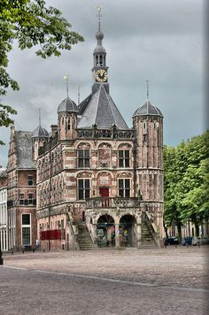 De Waag Deventer. In Deventer staat het oudste waaggebouw van ons land. Het…