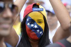 Millones de venezolanos salieron pacíficamente a las calles de Caracas buscando…