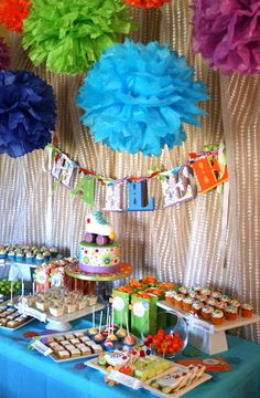 Here's another fun kids birthday party I worked on a few weeks ago!  This bright and girly roller skate themed party was for Hailee's 10th b...