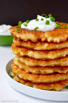 Quick and Easy Corn Fritters. The good news is you can use fresh or frozen corn, which means corn fritters can be on your table 365 days a year. And the bad news? If anyone else gets a taste of this quick-fix recipe, you'll be forced to share. Simple Corn Fritter Recipe, Corn Fritter Recipes, Corn Recipes, Corn Fritters Recipe With Pancake Mix, Corn Fritters Recipe Bisquick, Recipe Fritter, Cornmeal Recipes, Recipies, Quick Recipes