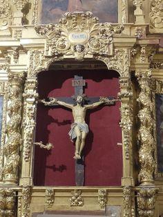 Iglesia.Cristo de retablo barroco lateral