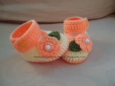 Dinah's Crochet Stuff : How to crochet baby booties. TUTORIAL. GOOD PICS OF STEPS, ESPECIALLY THE SOLE.♡