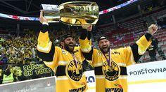 #Litvinov  9 M #Rucinsky  +  Jiri #Slegr  hoist  #CZE  #Extraliga   #Championship  Cup 4/23/2015 http://www.hokej.cz/splnil-se-mi-velky-sen-titul-radim-hned-za-nagano-raduje-se-slegr/5007372
