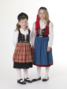 Girls' costume, 20th century