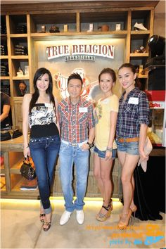 """[精品牛仔褲 Premium Denim] """"True Religion"""", 讓Megan Fox成為性感女神的最大功臣! @ J's LA LA Land- J的LA時尚生活-加州洛杉磯生活旅遊, 美式時尚穿搭,美國頂級精品牛仔褲 :: 痞客邦 PIXNET ::"""