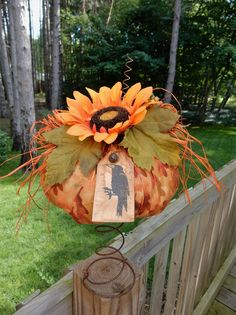 Folk Art PrimiTive FALL Leaf HALLOWEEN SunFlower Crow RusTic PUMPKIN DecoraTion  #PrimitiveLook #MelissaHarmon