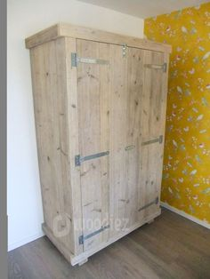 WOODIEZ | Steigerhouten kledingkast met scharnieren en schuifslot. #kledingkast #steigerhout Pallet Building, Closet Designs, Closet Doors, Woodworking Projects Plans, Wood Projects, Coffee Shop, Cabinet, Storage, Furniture