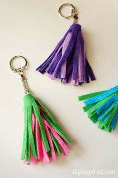 DIY Felt Tassel Key Chains - cute for gifts in any color combo. You can also use this tutorial for leather or scrap fabric.