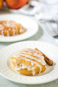 These Delicious Fresh Peach Fritters come together quickly and fry up in about 3 minutes to a beautiful puffy golden brown. Easy Cake Recipes, Fruit Recipes, Dessert Recipes, Cooking Recipes, Lemon Pie Recipe, Cobbler Recipe, Peach Fritters Recipe, Best Biscuit Recipe, Fresh Peach Recipes