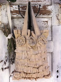 Burlap bag…this one for sale on Etsy but gives me great ideas. Ruffles Bag, Ruffle Skirt, Shabby Vintage, Shabby Chic, Sewing Crafts, Sewing Projects, Maid Of Honour Gifts, Handmade Bags, Bag Making