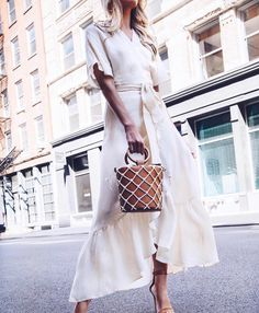 Your Summer wardrobe needs a dress like @jackiemiranne 's stunner  #ootd #summerstyle