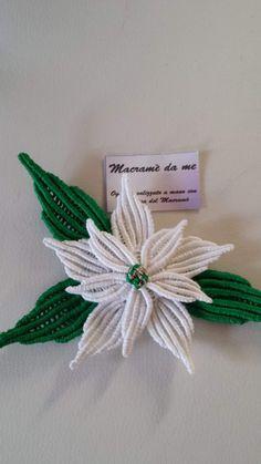 Macrame Design, Macrame Art, Macrame Knots, Yarn Flowers, Leaf Flowers, Christmas Yard Decorations, Christmas Crafts, Macrame Curtain, Micro Macramé