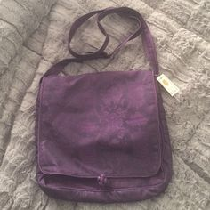 Purple cross body bag NWT gorgeous Asian inspired purple cross body. Makes a great gift!! Bags