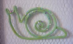 Escargot déco de laine acrylique tricotin : Chambre d'enfant, de bébé par des-etoiles-du-rose-des-reves