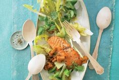 Smažený losos na salátu Meat, Chicken, Cubs