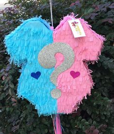 Newest Pics Gender Reveal Onesie Traditional or Pull Strings Pinata Valentine's Day Party Ideas Your baby can be 1 at this moment and it's time to party ! 🙂 Intended for women, the earliest Gender Reveal Pinata, Gender Reveal Party Decorations, Baby Shower Decorations, Gender Party, Baby Gender Reveal Party, Homemade Pinata, Birthday Pinata, Valentines Day Party, Balloons
