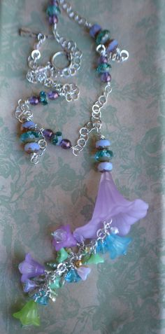 This floral piece is from Mary McGraw, beads from Crystal Garden Designs! Phillips-Barton McDonald, I love this! Wire Jewelry, Jewelry Crafts, Jewelry Ideas, Beaded Jewelry, Jewlery, Jewelry Necklaces, Jewelry Design, Diy Necklace, Necklace Designs