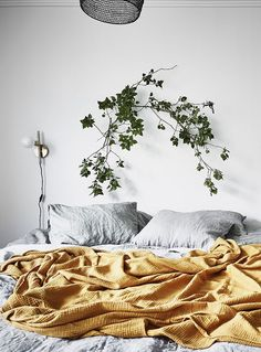 I love a pop of color like this yellow blanket.