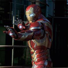 Marvel Art, Marvel Dc Comics, Marvel Cinematic, Marvel Avengers, Iron Man 2008, Iron Man Art, Spiderman Images, Iron Man Poster, Iron Man Wallpaper