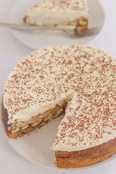 The delicious Italian coffee-flavoured dessert turned into an equally delicious tiramisu cheesecake. Indulgent, heavenly, but with a lower calorie content. One of the many pudding treats you'll find on my blog that you can enjoy occasionally when you live your life the 80/20 rule.