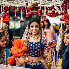 7 Gorgeous Spins on the Phoolon ki Chadar for that Dreamy Bridal Entry - Witty Vows Bride Entry, Italian Wedding Venues, Hindu Bride, Wedding Mandap, Quirky Wedding, Big Fat Indian Wedding, Indian Wedding Photography, Photography Ideas, Civil Wedding