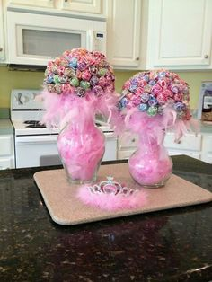 Pink boa feathers filled in a glass vase with suckers. Great for fall time. Just fill with leaves or something else.Lollipop Bouquet ~ for a centerpiece that does double duty as party favorsCute centerpiece idea for girls birthday party by janThe Chi Unicorn Birthday, Unicorn Party, Girl Birthday, Cake Birthday, Birthday Ideas, Birthday Diy, Birthday Gifts, Barbie Birthday Party Games, Girls Birthday Parties