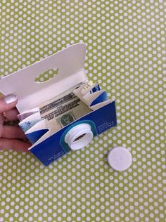 Milk Carton Craft: 50 ideas and step by step - new de .- Milk Carton Craft: 50 ideas and step by step – new decoration styles Upcycled Crafts, Recycled Art Projects, Milk Carton Crafts, Diy For Kids, Crafts For Kids, Old Glass Bottles, Milk Box, Duck Tape Crafts, Diy Wallet