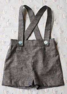 Sweet little vintage-inspired suspender shorts -- free pattern that will fit a size 3 infant -- designer Crafting Zuzzy has plans to grade it into larger sizes as well.