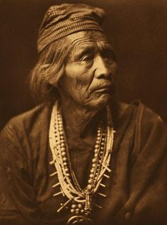 Nesjaja Hatali - Navajo Medicine Man 1904 - by Edward Curtis This photograph was made 109 years ago, shot and developed in the field. Think about that - let it sink in. I am by no means an analog purist, I love my digital gear, but work like this. Native American Photos, Native American Tribes, Native American History, Native American Jewelry, American Indians, American Life, Edward Curtis, Indian Tribes, Native Indian