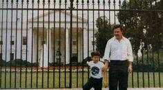 El Padrino Pablo Emilio Escobar Gaviria in front of the White House 1981 🇺🇸🇨🇴 Pablo Emilio Escobar, Pablo Escobar Son, Pablo Escobar Family, Pablo Escobar House, Pablo Escobar Quotes, Pablo Escobar Facts, Rare Historical Photos, Rare Photos, Photos Du