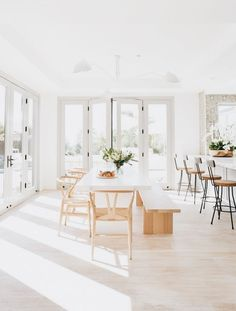 My Favorite Pins of the Week - Minimalist Malibu Dining Room and Kitchen My Fav. My Favorite Pins of the Week – Minimalist Malibu Dining Room and Kitchen My Favorite Pins of the Dining Room Design, Interior Design Living Room, Dining Area, Kitchen Dining, Kitchen Decor, Dining Rooms, Decorating Kitchen, Small Dining, Room Kitchen