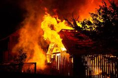 Wildfires are becoming more common and trying to protect your home is more important than ever. These tips can help save your home in a disaster. Urban Survival, Wilderness Survival, Underground Storm Shelters, Small House Living, Plastic Planters, Safe Room, Lawn Furniture, Gardening Tips, Gardening Vegetables