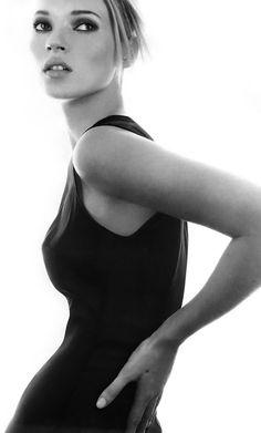 // FLAT 128 Kate Moss