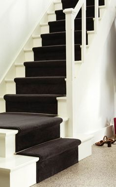 Like white stairs and gray runner. House Staircase, Staircase Design, Staircases, Laminate Stairs, Redo Stairs, Stair Makeover, Small Hallways, Carpet Stairs, Hall Carpet