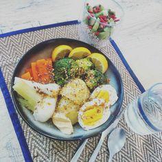 Buddha bowl aux légumes et oeuf dure...  Chia pudding au kiwi et goji.