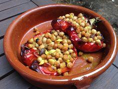 Pimientos rojos rellenos de garbanzos Black Eyed Peas, Beans, Diet, Vegetables, Food, Recipes, Red Pepper Recipes, Chickpeas, Salads