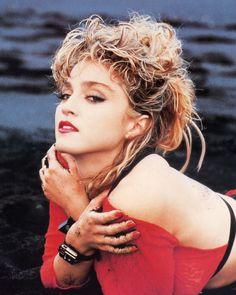 Madonna / Photography by Herb Ritts / 1985 1980s Madonna, Lady Madonna, Madonna Art, Divas Pop, 80s Trends, Madonna Photos, La Madone, Herb Ritts, Michigan