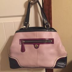 Lavender Coach bag EXCELLENT condition! Large Coach bag. Lavender with purple/navy/white accent colors. Inside has lots of pockets! Open to reasonable offers Coach Bags Hobos