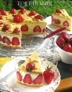 » Tort Fraisier / Tort cu capsuniCulorile din Farfurie Cookie Desserts, Sweet Desserts, Easy Desserts, Sweets Recipes, Cupcake Recipes, Cupcake Cakes, Yummy Treats, Sweet Tooth, Food And Drink
