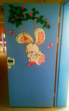 spring door decoration - New Deko Sites Fall Classroom Decorations, Easy Christmas Decorations, School Decorations, Spring Door, Spring Art, Preschool Crafts, Diy Crafts For Kids, Fish Crafts, Art N Craft