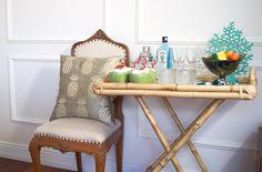 Lá em casa com a Kasa 57: editorial com tableware, bar, objetos e almofadas