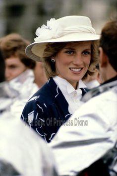 Princess Diana, wearing a Jan Van Velden suit and John Boyd hat,. - - Princess Diana, wearing a Jan Van Velden suit and John Boyd hat,. Princess Diana Family, Princess Diana Pictures, Royal Princess, Princess Of Wales, Princesa Diana, Diana Fashion, Charles And Diana, Prince Charles, Isabel Ii